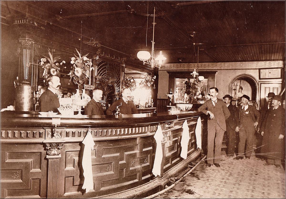 Vintage Saloon 47